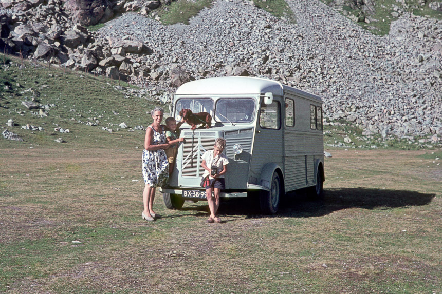 De Kampeerauto op de Julierpas